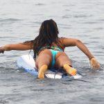 girls_surfing_0